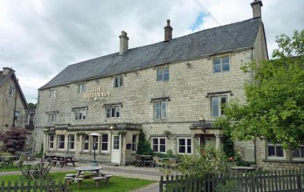 The Britannia Inn -Outside