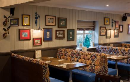 The Cricketers (Horsell) -Interior 2