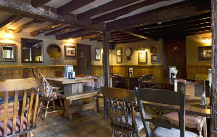 The Cricketers (Horsell) -Interior 3